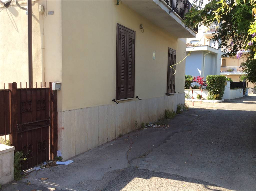 Soluzione Indipendente in vendita a Terracina, 3 locali, zona Località: VIA BADINO, prezzo € 150.000 | Cambio Casa.it
