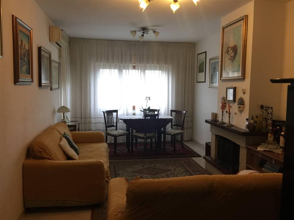 Appartamento in vendita a Terracina, 7 locali, zona Località: CENTRALE, prezzo € 245.000 | CambioCasa.it