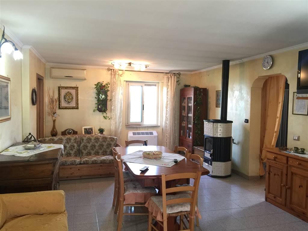 Villa in vendita a Fondi, 8 locali, zona Località: SANTANTONIO, prezzo € 400.000   CambioCasa.it