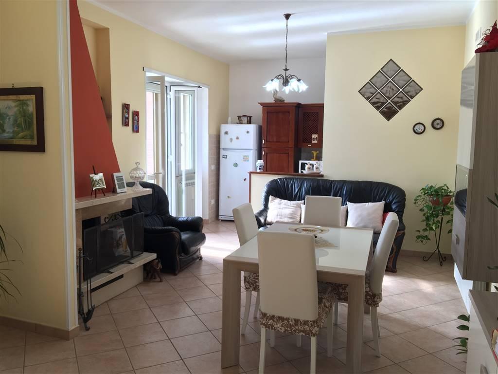 Appartamento in vendita a Fondi, 7 locali, zona Località: SANTANTONIO, prezzo € 250.000   CambioCasa.it