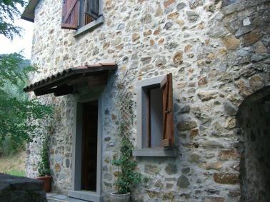 Rustico / Casale in vendita a Calice al Cornoviglio, 2 locali, zona Zona: Piano di Madrignano, prezzo € 65.000   Cambio Casa.it