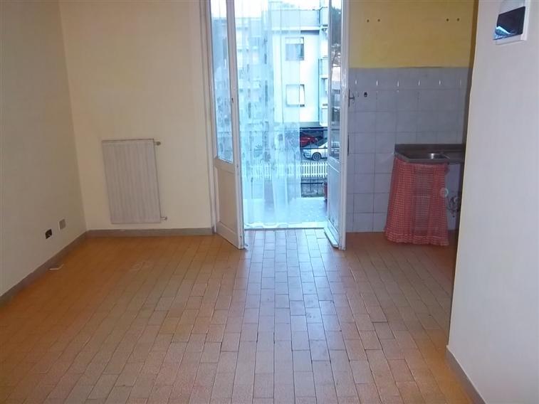 Appartamento in vendita a Follo, 4 locali, zona Zona: Piano di Follo, prezzo € 85.000 | CambioCasa.it