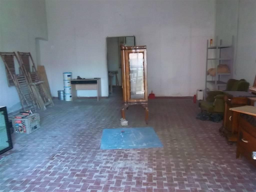 Immobile Commerciale in affitto a La Spezia, 2 locali, zona Zona: Bragarina, prezzo € 400   CambioCasa.it