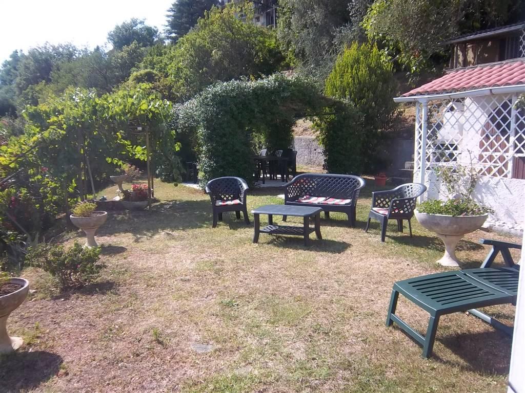 Villa in vendita a Bolano, 10 locali, zona Zona: Ceparana, prezzo € 500.000 | CambioCasa.it