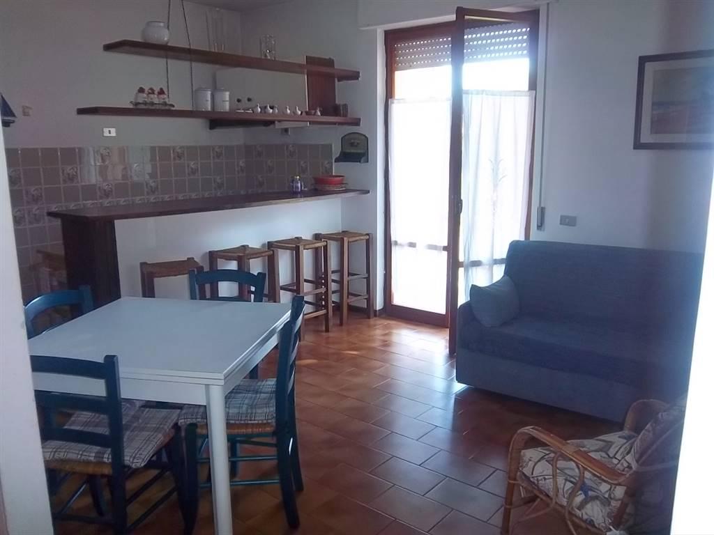 Appartamento in vendita a Ameglia, 4 locali, zona Zona: Cafaggio, prezzo € 140.000 | CambioCasa.it