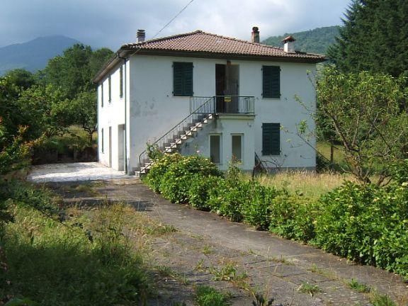 Soluzione Indipendente in vendita a Licciana Nardi, 8 locali, prezzo € 310.000 | Cambio Casa.it