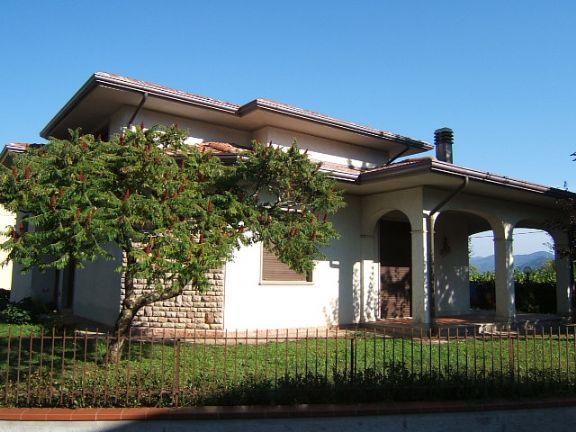 Villa in vendita a Aulla, 7 locali, Trattative riservate | Cambio Casa.it