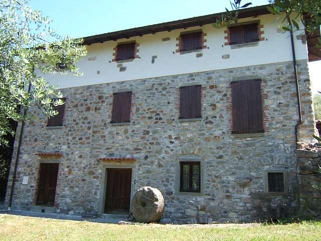 Rustico / Casale in Vendita a Casola in Lunigiana