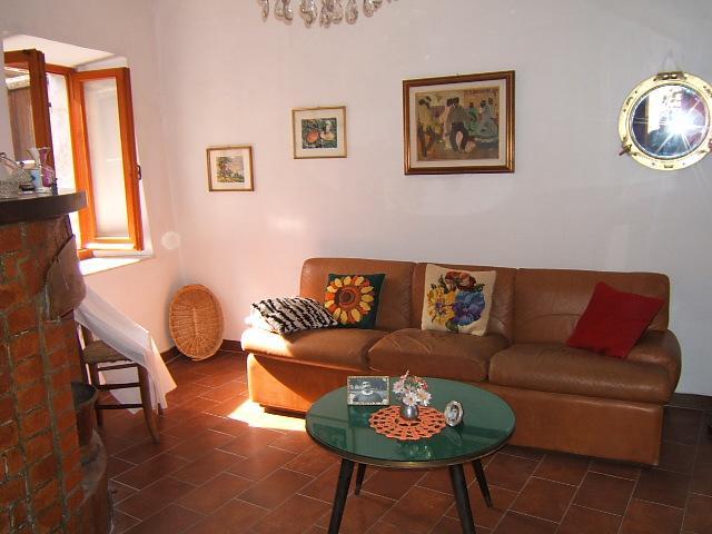 Soluzione Semindipendente in vendita a Fivizzano, 5 locali, prezzo € 38.000 | Cambio Casa.it