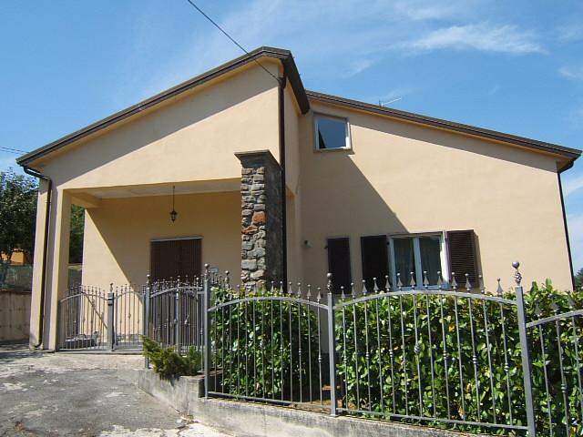 Soluzione Indipendente in vendita a Tresana, 5 locali, prezzo € 235.000 | CambioCasa.it
