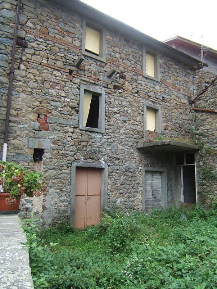 Soluzione Semindipendente in vendita a Comano, 8 locali, prezzo € 55.000 | Cambio Casa.it