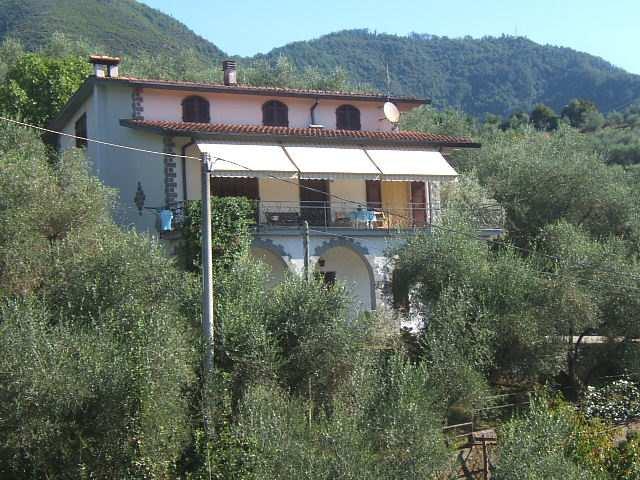 Soluzione Indipendente in vendita a Casola in Lunigiana, 9 locali, prezzo € 280.000 | CambioCasa.it