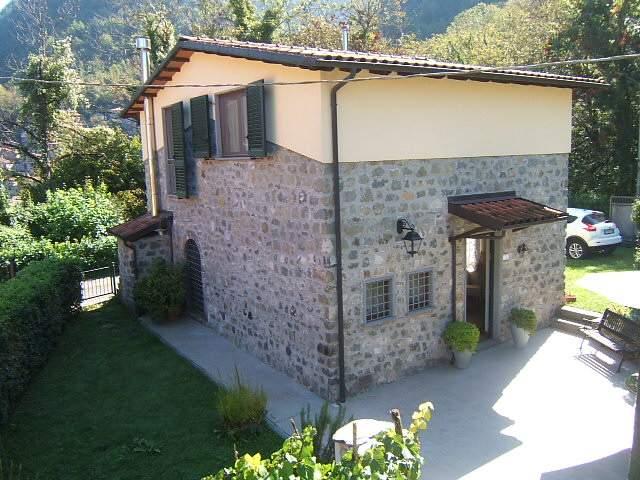 Soluzione Indipendente in vendita a Fivizzano, 5 locali, prezzo € 250.000 | CambioCasa.it