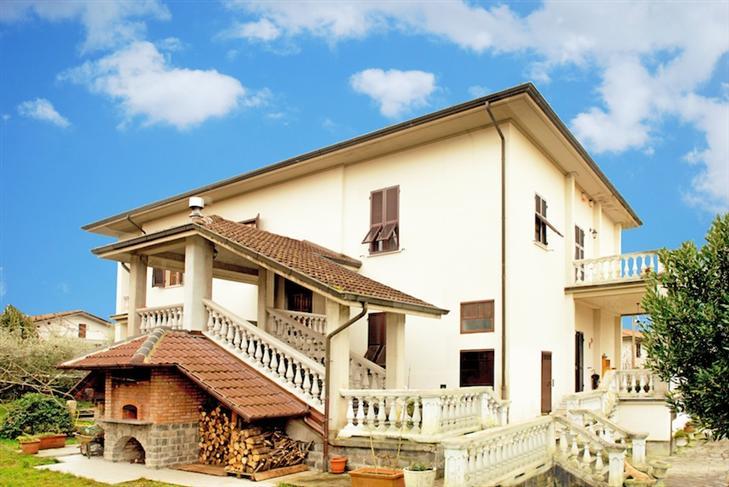 Soluzione Indipendente in vendita a Filattiera, 10 locali, prezzo € 360.000 | Cambio Casa.it