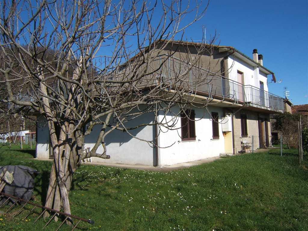 Soluzione Indipendente in vendita a Tresana, 9 locali, prezzo € 180.000 | Cambio Casa.it