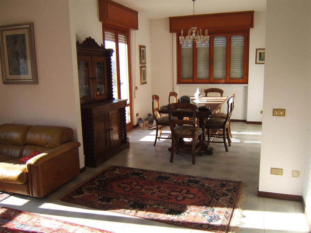 Appartamento in vendita a Fivizzano, 5 locali, prezzo € 140.000 | CambioCasa.it