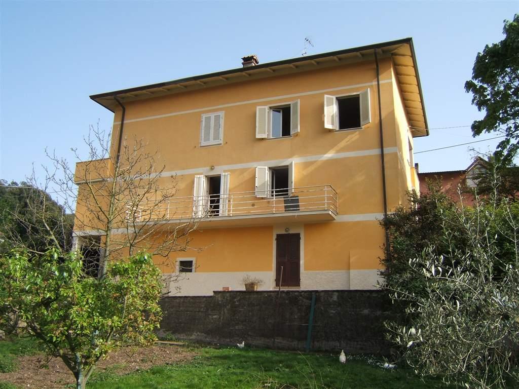 Soluzione Indipendente in vendita a Ortonovo, 7 locali, prezzo € 349.000 | CambioCasa.it