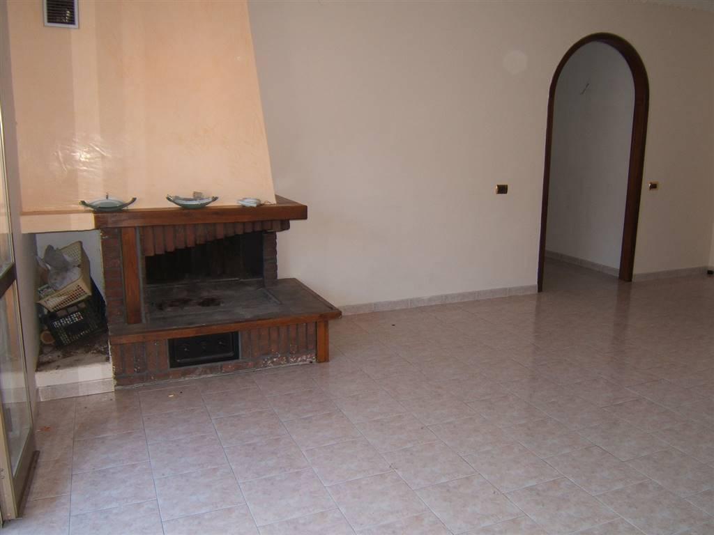 Appartamento in vendita a Aulla, 5 locali, prezzo € 145.000 | Cambio Casa.it