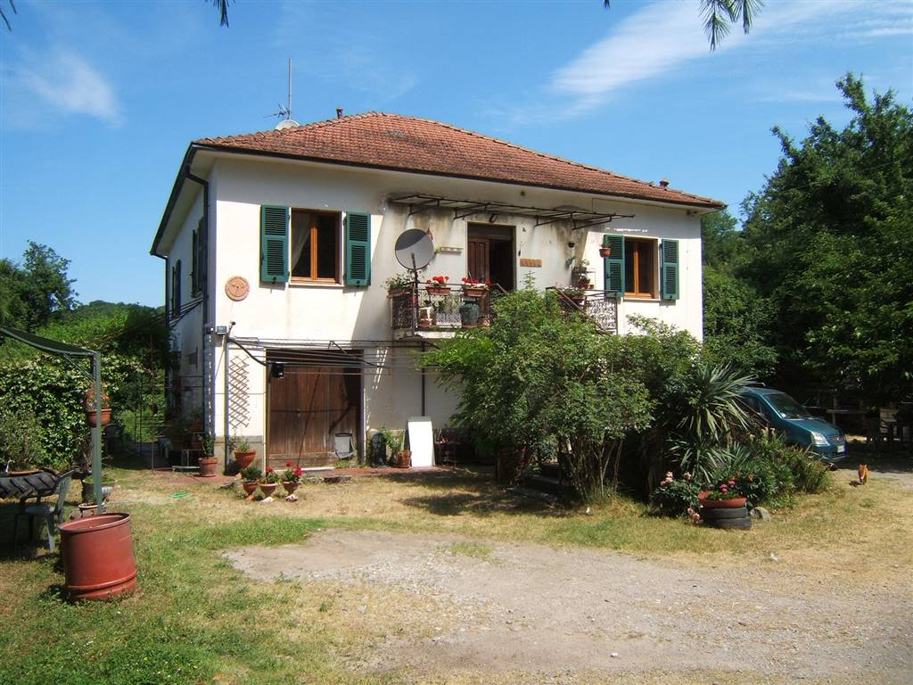 Soluzione Indipendente in vendita a Villafranca in Lunigiana, 8 locali, prezzo € 415.000 | CambioCasa.it