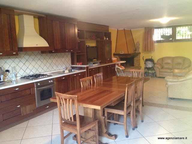 Villa in vendita a Scarlino, 5 locali, zona Zona: Scarlino Scalo, prezzo € 300.000 | Cambio Casa.it