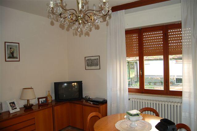 Soluzione Indipendente in vendita a Montemurlo, 6 locali, zona Zona: Bagnolo, prezzo € 500.000 | Cambio Casa.it