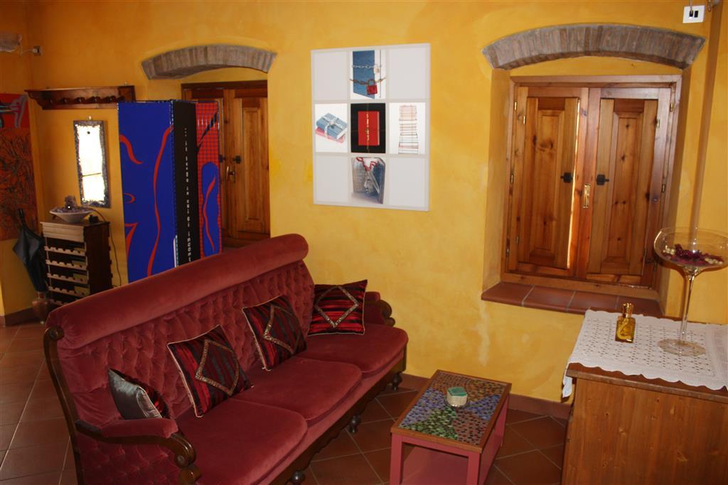 Soluzione Indipendente in vendita a Cantagallo, 4 locali, zona Zona: Carmignanello, prezzo € 235.000 | CambioCasa.it