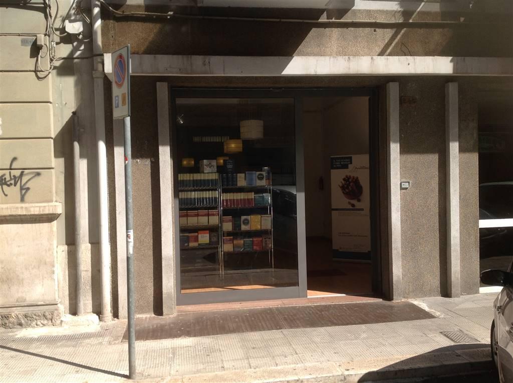 Negozio / Locale in vendita a Bari, 9999 locali, zona Zona: Murat, prezzo € 135.000 | CambioCasa.it