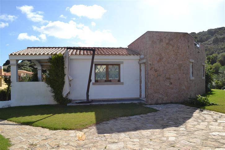 Villa in vendita a Santa Teresa Gallura, 8 locali, prezzo € 679.000 | Cambio Casa.it