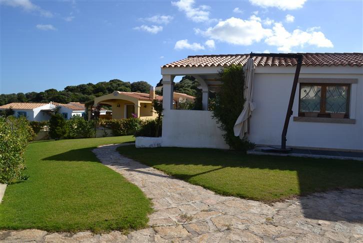 Villa in vendita a Santa Teresa Gallura, 8 locali, prezzo € 750.000   CambioCasa.it