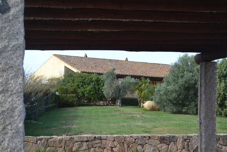 Villa in vendita a Palau, 9 locali, zona Zona: Barrabisa, prezzo € 544.000 | CambioCasa.it