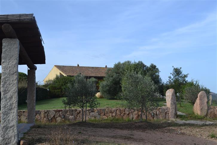 Villa in vendita a Palau, 9 locali, zona Zona: Barrabisa, prezzo € 545.000 | Cambio Casa.it