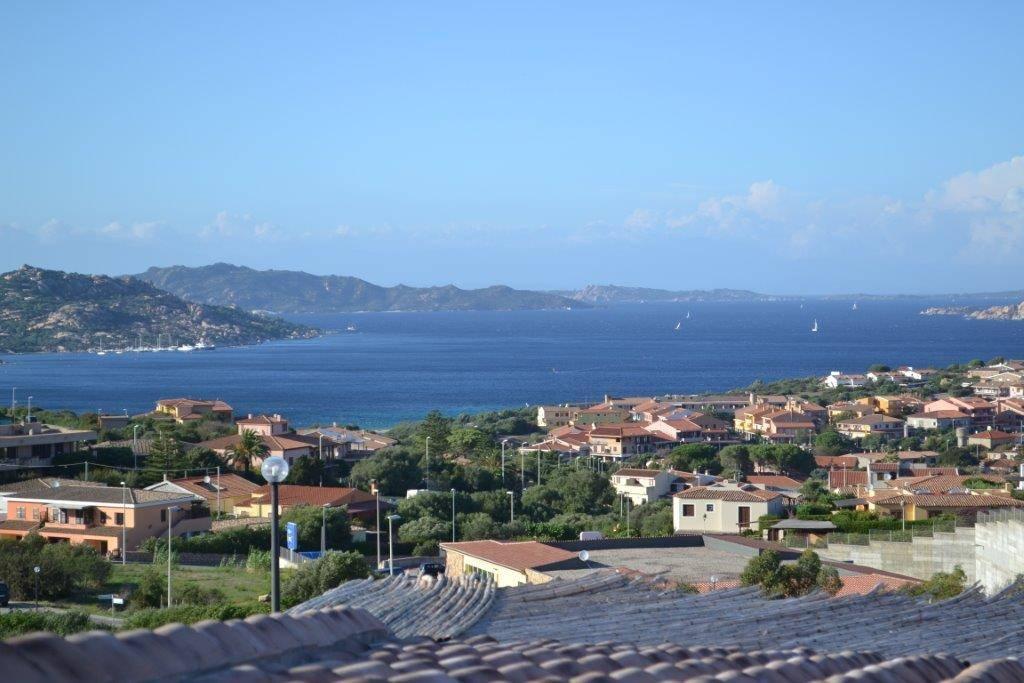 Villa in vendita a Palau, 6 locali, prezzo € 800.000 | CambioCasa.it