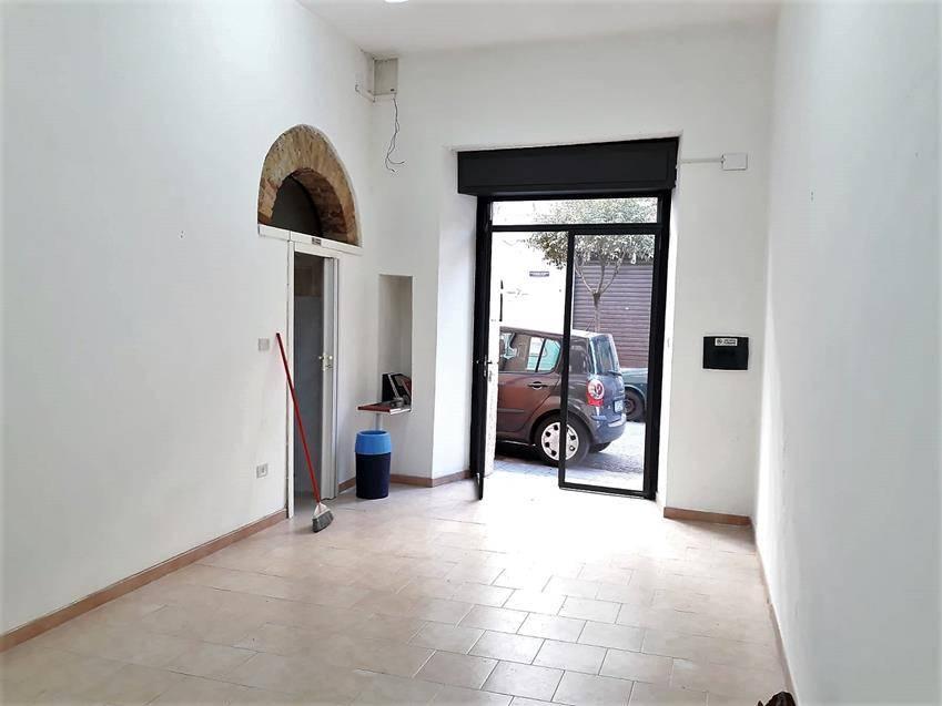 negozio  in Affitto a Cosenza
