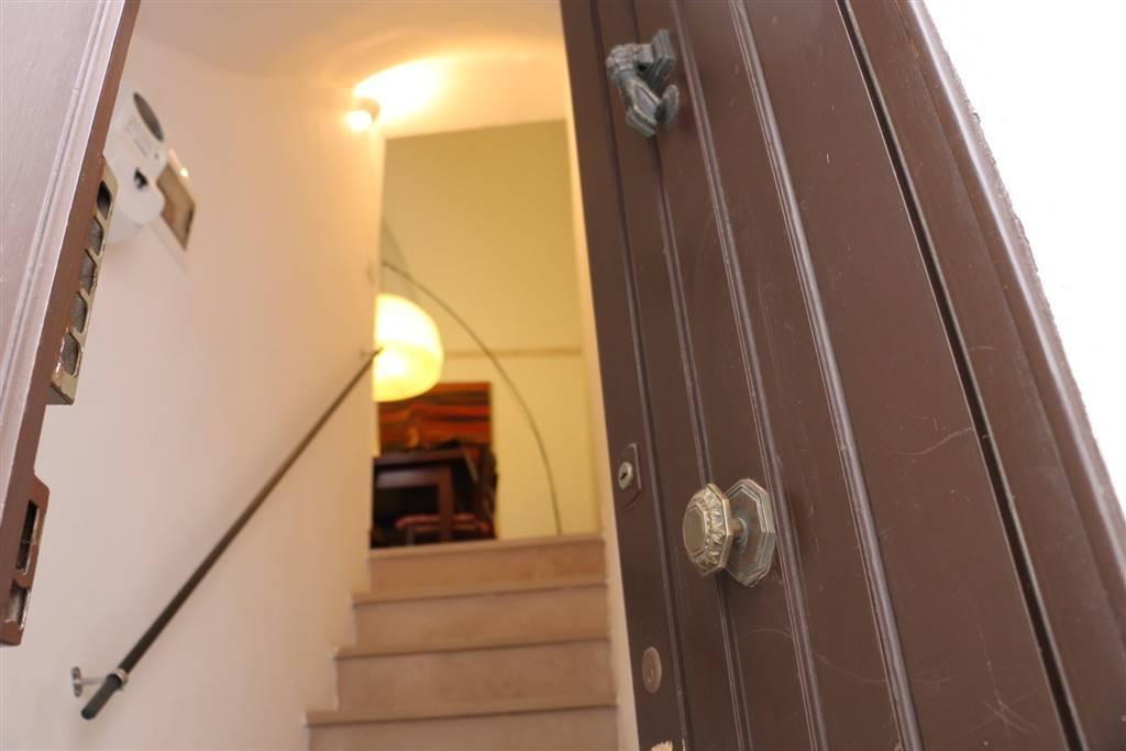 INGRESSO: Appartamento indipendente in Centro Storcio Via Presacaro 27, Martina Franca