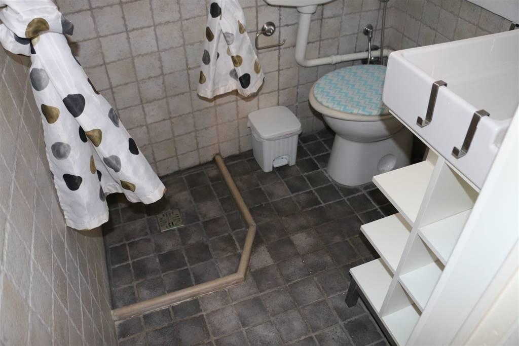 BAGNO: Appartamento indipendente in Centro Storcio Via Presacaro 27, Martina Franca