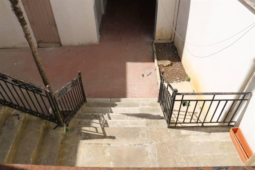CORTILE: Palazzo in Centro Storico Via Mazzini, Martina Franca
