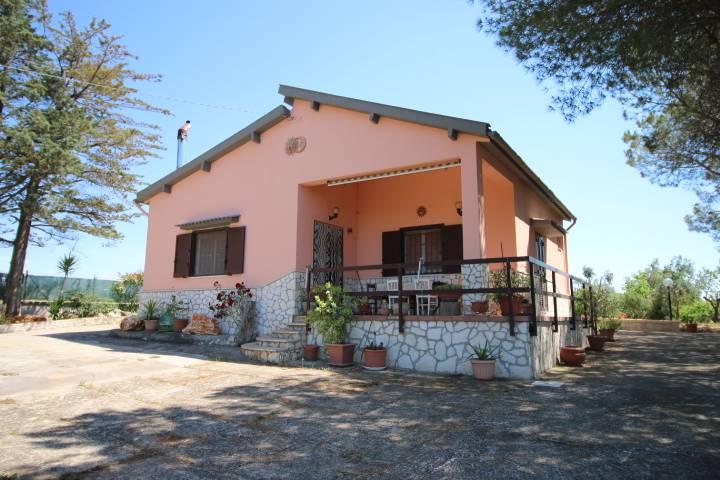Villa in vendita Martina Franca con terreno