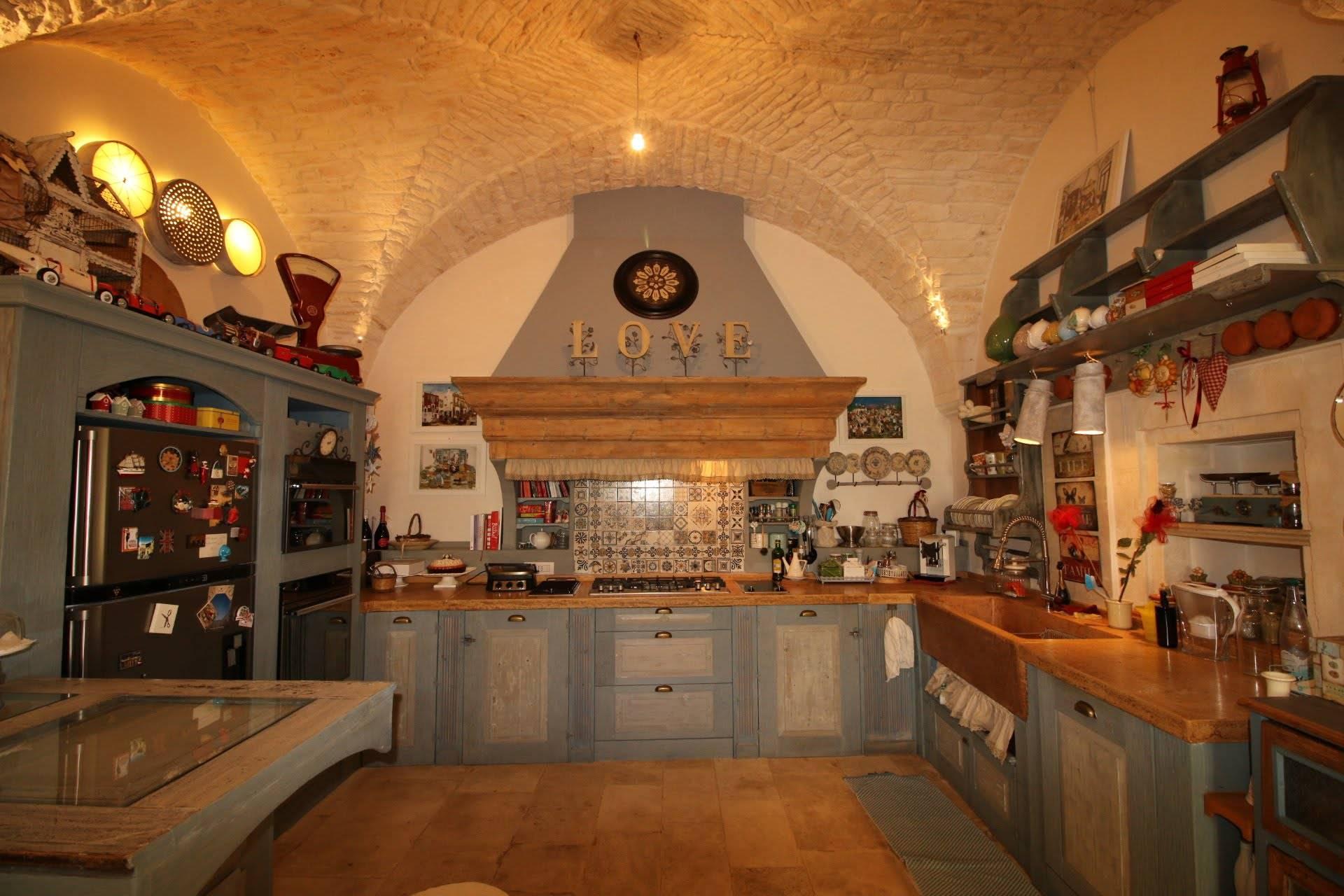 Ampia cucina abitabile a vista