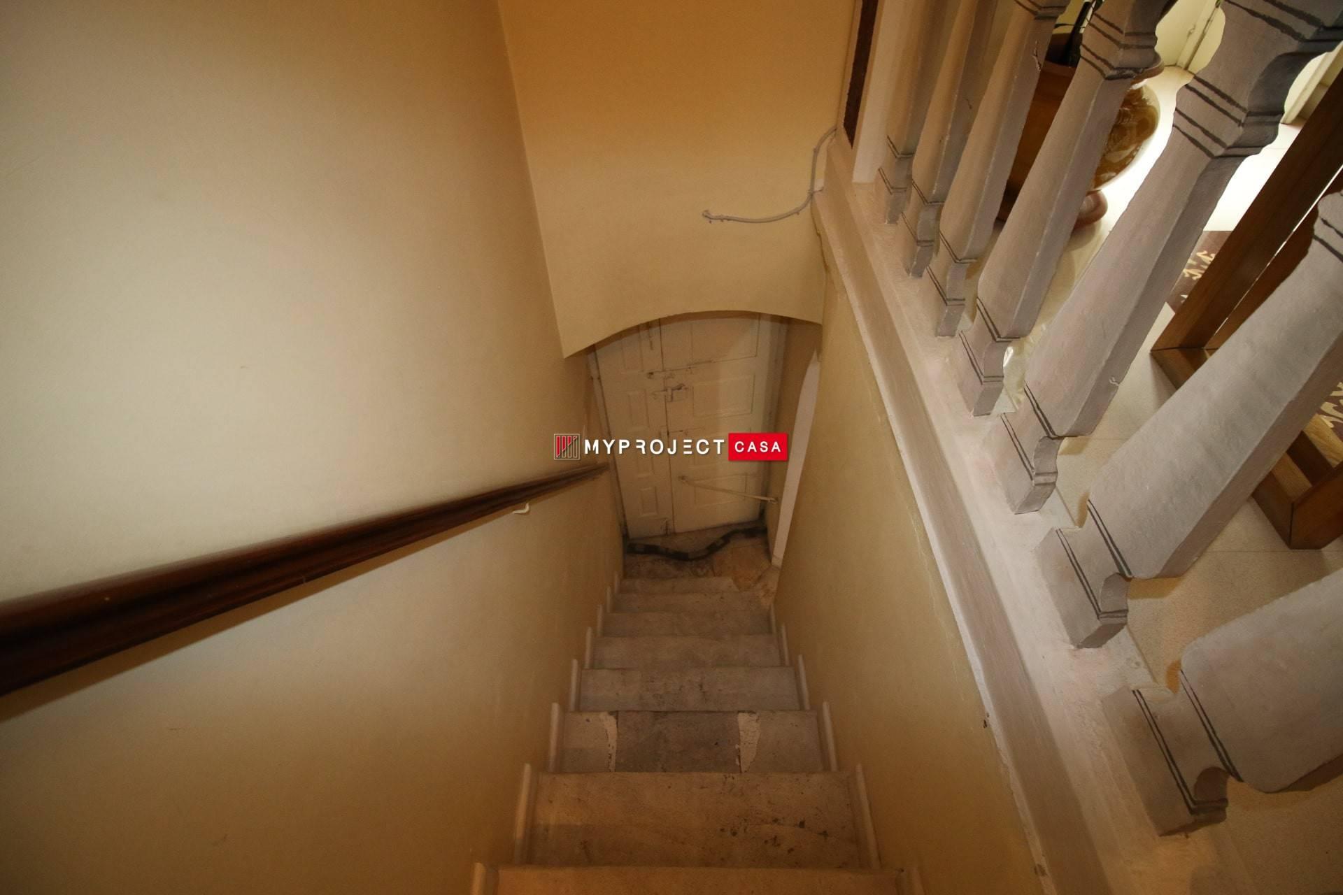 Scala ingresso secondario
