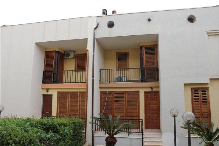 Villa a Schiera in vendita a Floridia, 10 locali, prezzo € 230.000 | Cambio Casa.it