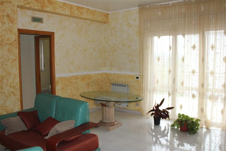 Appartamento in affitto a Floridia, 5 locali, prezzo € 400 | Cambio Casa.it