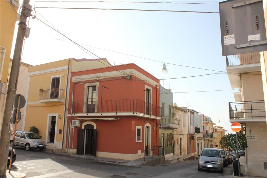 Attività / Licenza in vendita a Siracusa, 4 locali, zona Zona: Belvedere, prezzo € 85.000   Cambio Casa.it