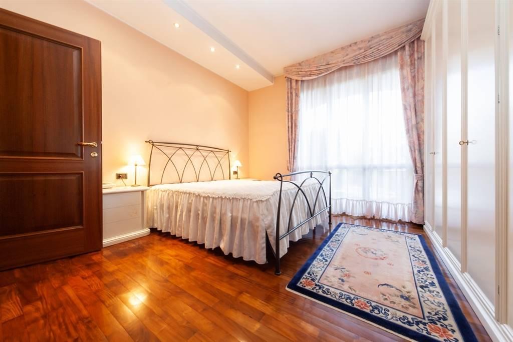 Villa in Vendita a Bernareggio: 5 locali, 420 mq