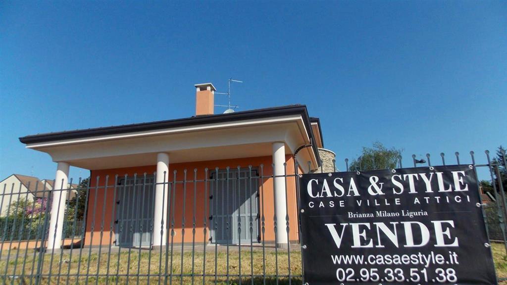 Villa in Vendita a Vimercate: 5 locali, 280 mq