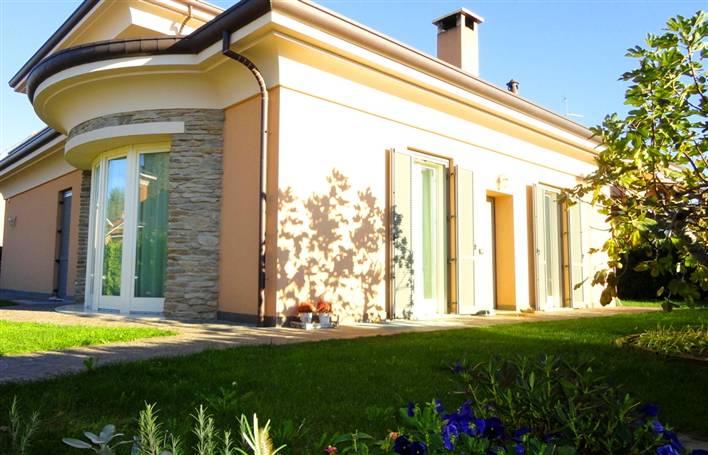 Villa in Vendita a Vimercate: 4 locali, 260 mq