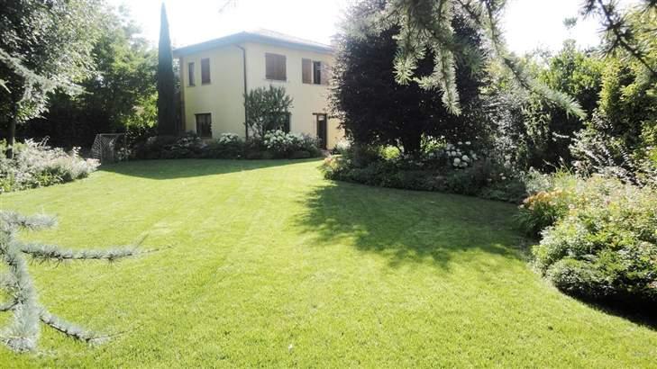 Villa in Vendita a Treviglio: 5 locali, 451 mq