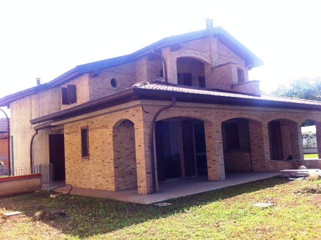 Villa in Vendita a Carugate: 5 locali, 200 mq