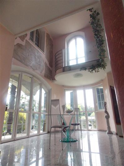 Villa in Vendita a Carugate: 5 locali, 360 mq