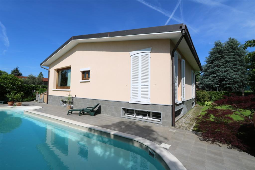 Villa in Vendita a Cassina De'Pecchi: 5 locali, 450 mq