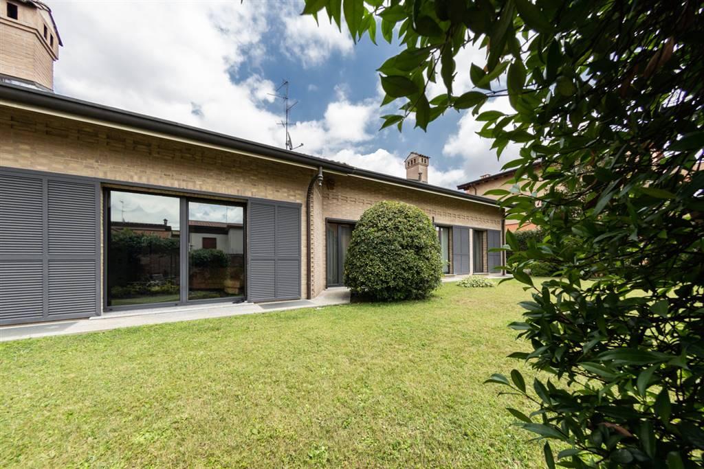 Villa in Vendita a Paderno Dugnano: 5 locali, 470 mq